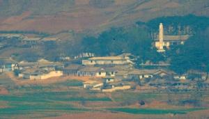 태양절 맞은 북한 미사일 발사에도 일상적인 기정동 마을