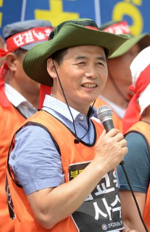 전교조 '노동기본권은 쟁취, 차등성과급은 폐지'