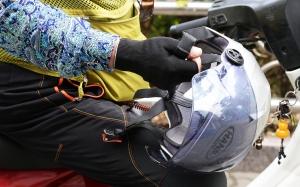 '오토바이 헬멧 미착용'