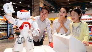 스타필드 고양 말하는 쇼핑 로봇 도우미 '나오'