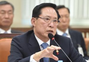 북한 미사일 도발에 고심하는 송영무 장관