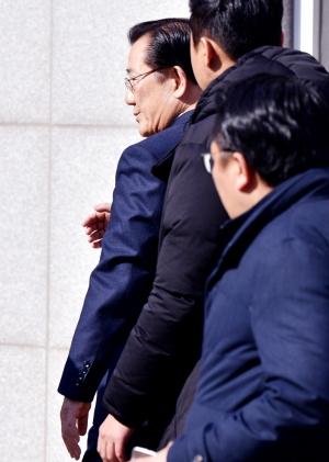 교도소 들어서는 박준영 전 의원