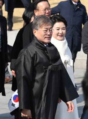3.1절 만세운동 재현하는 문재인대통령