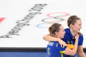 일본 꺾고 메달 확정지은 여자 컬링