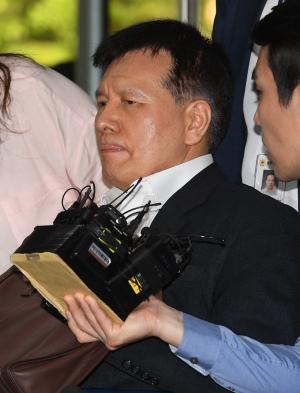 '양대 노총 와해 공작' 이채필 전 장관, 영장실질심사 출석