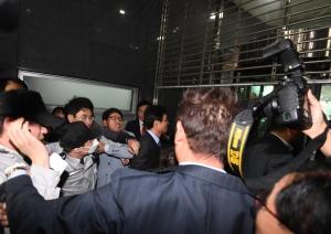 시청 진입하는 자유한국당