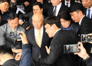 재판이 끝난 후 광주지방법원을 나오는 전두환 전 대통령