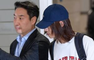 '성관계 몰카 유포 의혹' 가수 정준영 입국