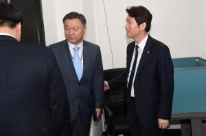 북한 미사일 발사 보고 받는 이인영