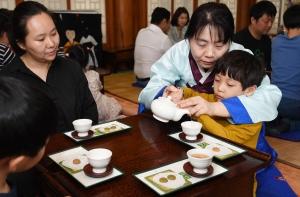 어린이날 전통 문화 체험하며 화합 다지는 가족들