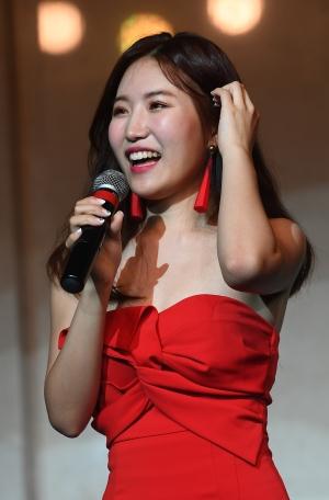 신인 트로트 가수 엄소영 데뷔 쇼케이스