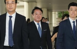 이웅열 전 코오롱회장 1심 선고 공판 출석