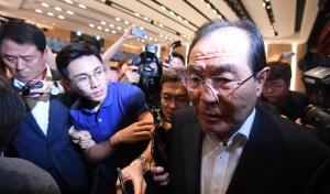윤동한 한국콜마 회장 사퇴