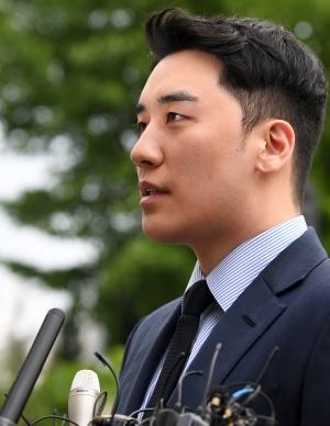 불법도박 환치기 혐의 승리 경찰 출석