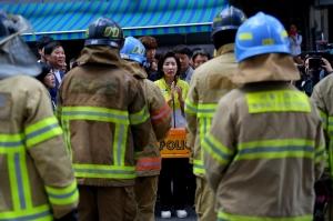 제일평화시장 화재현장 찾은 나경원