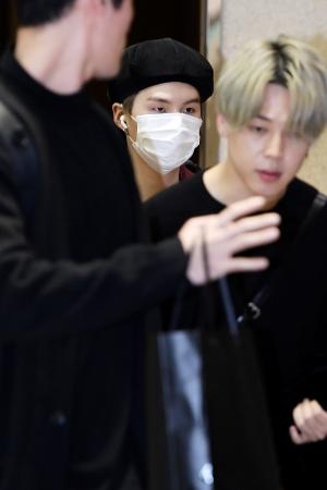 방탄소년단(BTS), 전세기 타고 귀국