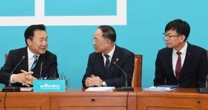 이란 상황 관련 현안 보고하는 홍남기 부총리와 김상조 실장