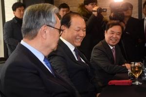 전임 당 대표 만난 황교안