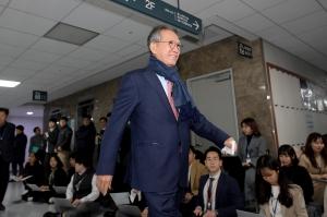미래통합당 총선 공천 신청자 면접 심사에 참석하는 김형오