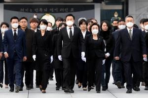 '총선 앞두고 현충원 참배하는 민생당'