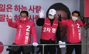 선거운동 이어가는 차명진 후보 선거운동원