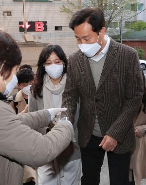 투표하는 광진을 오세훈 미래통합당 후보
