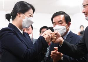 선거사무소 도착한 송파을 배현진 미래통합당 후보