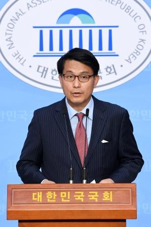 김정은 위독? 질의 답변하는 윤상현