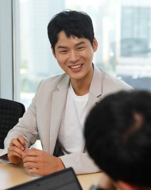 배우 윤지온 인터뷰