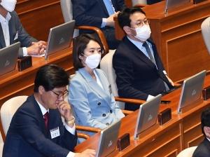 국회 본회의장 견학하는 제21대 국회 초선의원들