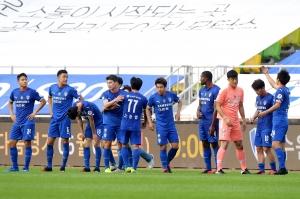 K리그, 수원 삼성 블루윙즈와 인천 유나이티드 경기