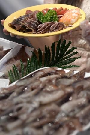 신세게, 금어기 끝난 생물 오징어 판매