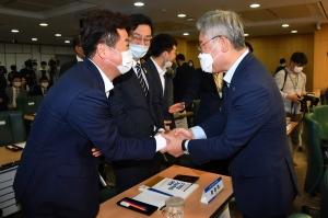 일본 경제보복 1주년 정책토론회 갖는 이재명