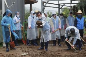 충북 음성 수해지역 찾은 더불어민주당