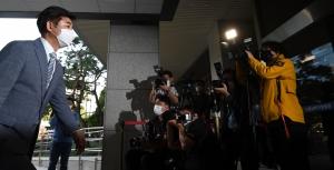 패스트트랙 첫 공판 출석하는 민주당 의원들