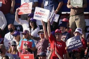 선거유세에서 광폭행보 이어가는 트럼프