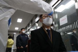 박범계 신임 법무부 장관, 첫 일정으로 동부구치소 방문