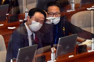 임성근 법관 탄핵소추안 헌정사 처음으로 가결