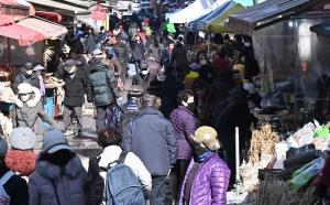 설 명절 일주일 앞두고 붐비는 전통시장