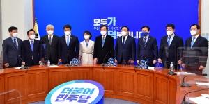 가덕신공항법 통과에 환호하는 김영춘 박인영 변성완
