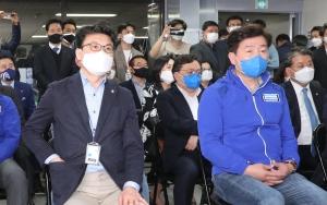 4.7 재보선 출구조사 결과에 굳은 박영선 캠프