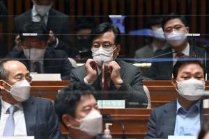 퇴임하는 김종인 의원총회 참석