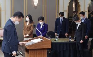 선거 참패, 대책 논의하는 민주당 초선