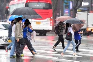 비 오는 강남 거리 스케치