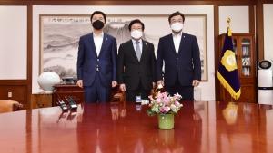 본회의 연기, 일정 논의하는 박병석-여야원내대표