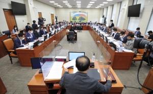 정무위 전체회의