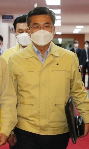 국무회의 참석하는 서욱 국방부 장관